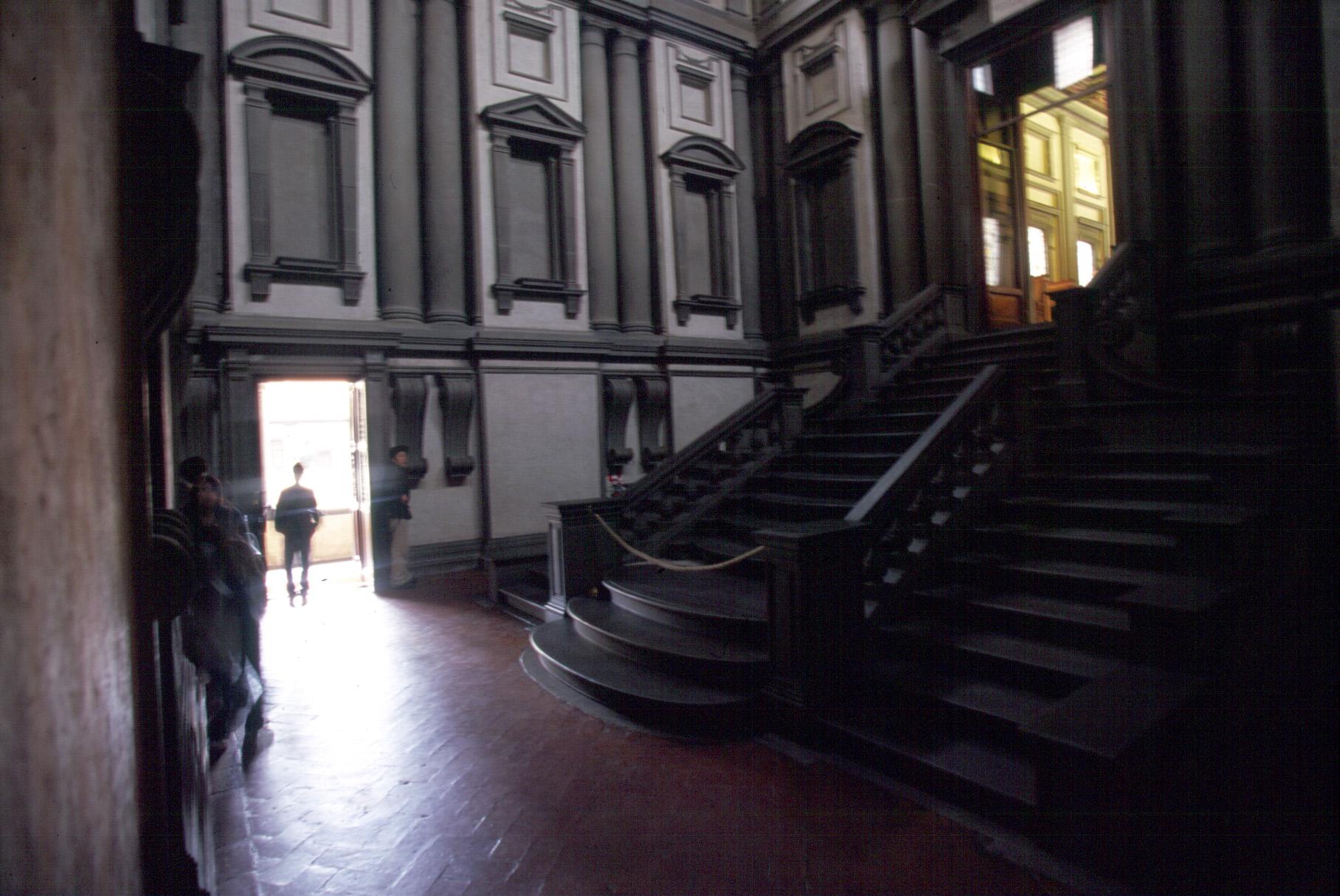 階段室 入り口の扉