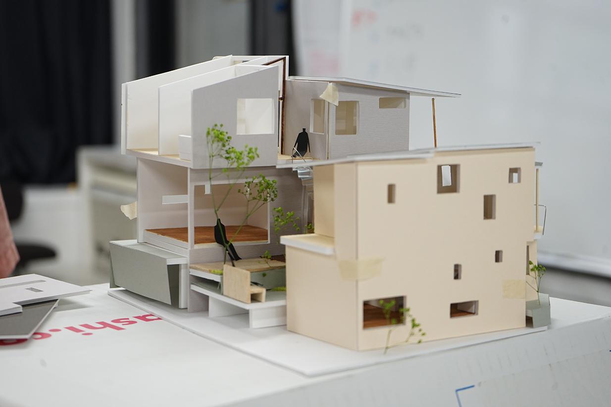 昼間部2年生作品発表 課題「二世帯住宅&シェアオフィス」